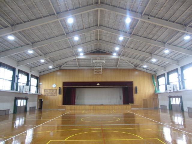 八条中学校体育館